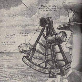 Sekstant to podwójnie odbijający instrument nawigacyjny, który mierzy odległość kątową między dwoma widocznymi obiektami. Podstawowym zastosowaniem sekstantu jest pomiar kąta pomiędzy obiektem astronomicznym a horyzontem dla celów nawigacji sferycznej.Oszacowanie tego kąta, wysokości, znane jest jako obserwacja obiektu. Kąt oraz czas, w którym został zmierzony, może być wykorzystany do obliczenia linii pozycyjnej na mapie morskiej lub lotniczej - na przykład, obserwacja Słońca w południe lub Polarisa w nocy (na półkuli północnej) w celu oszacowania szerokości geograficznej. Obserwacja wysokości punktu orientacyjnego może dać miarę odległości od niego, a trzymany poziomo sekstant może mierzyć kąty między obiektami w celu określenia pozycji na mapie. Sekstant może być również używany do pomiaru odległości między Księżycem a innym obiektem niebieskim (takim jak gwiazda lub planeta) w celu określenia średniego czasu Greenwich, a tym samym długości geograficznej.Zasada działania tego instrumentu została po raz pierwszy wprowadzona w życie około 1731 roku przez Johna Hadleya (1682-1744) i Thomasa Godfreya (1704-1749), ale użycie udokumentowano również w niepublikowanych pismach Isaaca Newtona (1643-1727).W 1922 roku został zmodyfikowany na potrzeby nawigacji lotniczej przez portugalskiego nawigatora i oficera marynarki Gago Coutinho. Podobnie jak kwadrant Davisa, sekstant pozwala mierzyć obiekty niebieskie względem horyzontu, a nie względem instrumentu. Pozwala to na osiągnięcie doskonałej precyzji. Pozwala na użycie sekstantu w nocy. W przypadku obserwacji Słońca, filtry pozwalają na jego bezpośrednią obserwację.#marynarz #marynarzswiata #inlandshipping #narobocie #inlandtanker #tanker #statek #anchor #instaship #gdansk #trojmiasto #soport #gdynia #lifeonship #shipyard #pracanastatku #captain #shipstagram #bulkcarrier #wykop #instasea #shiplovers #seaman #cargoship #marynarze #marineengineer #mariner #pracanamorzu #maritime #navigation